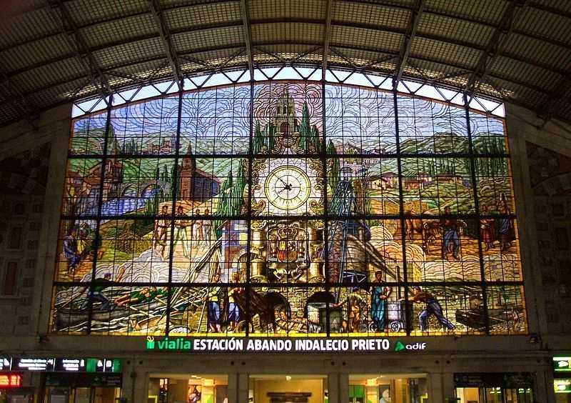 800px-Bilbao_-_Estacion_de_Abando_01 Fuente Wikipedia Autor Zarateman