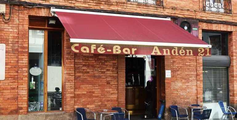 Bar-Anden-21-en-Vitoria-Gasteiz-Fachada-Exterior