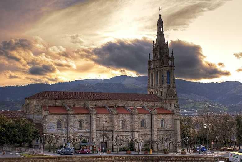 Basílica-de-nuestra-señora-de-Begoña-en-Bilbao-Fuente-Wikipedia-Autor-Alfa-Alfa