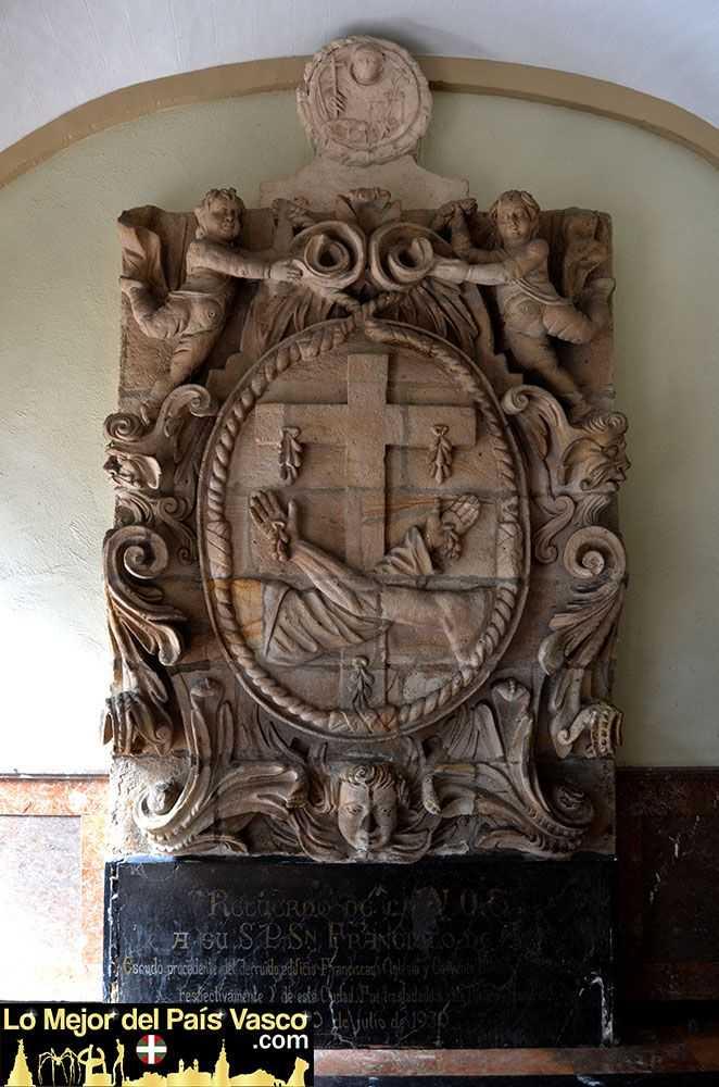 Escudo-Convento-de-San-Francisco-en-el-Convento-de-San-Antonio-por-Lo-Mejor-del-País-Vasco