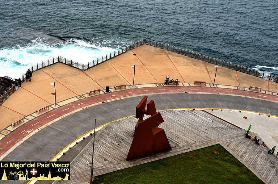 Escultura-Construcción-Vacía-de-Jorge-Oteiza-Que-Ver-en-San-Sebastian-por-Lo-Mejor-del-País-Vasco