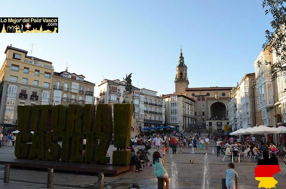 Plaza-de-La-Virgen-de-Vitoria-Gasteiz-Blanca-Álvarez-Tours