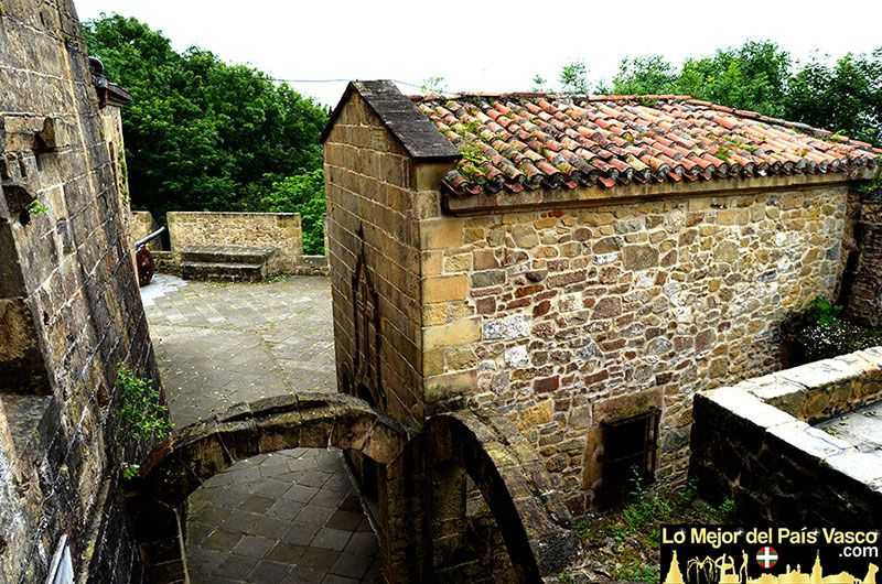 Patio-de-Armas-Castillo-de-La-Mota-Que-Ver-en-San-Sebastián-por-Lo-Mejor-del-País-Vasco