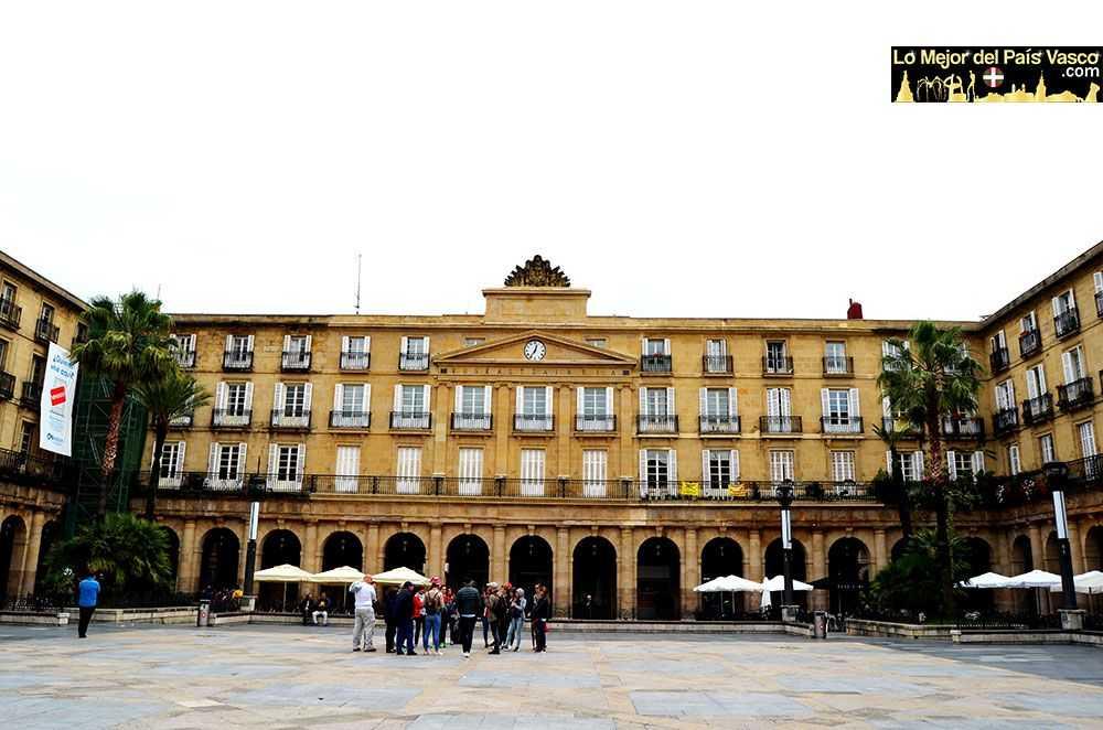 Plaza-Nueva-que-ver-en-Bilbao-por-Lo-Mejor-del-País-Vasco