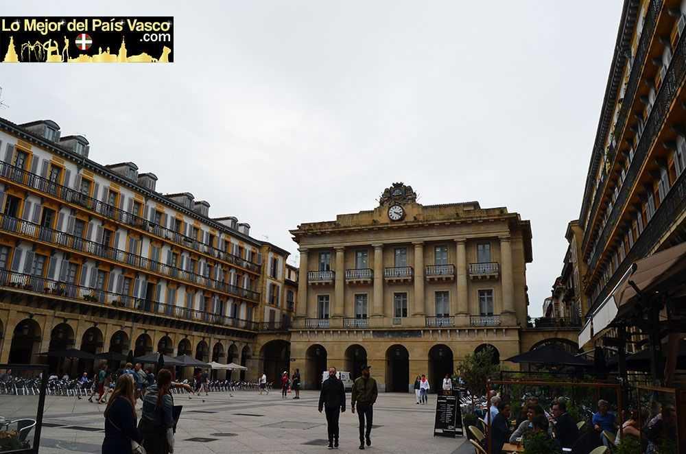 Plaza-de-La-Constitución-Que-Ver-en-San-Sebastián-por-Lo-Mejor-del-País-Vasco