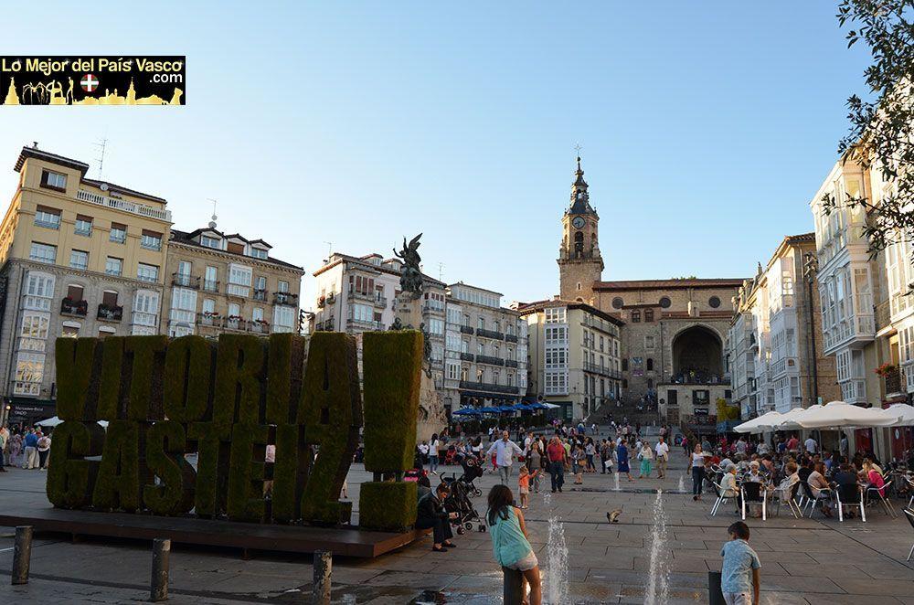 Plaza-de-La-Virgen-Blanca-de-Vitoria-Gasteiz-por-Lo-Mejor-del-País-Vasco