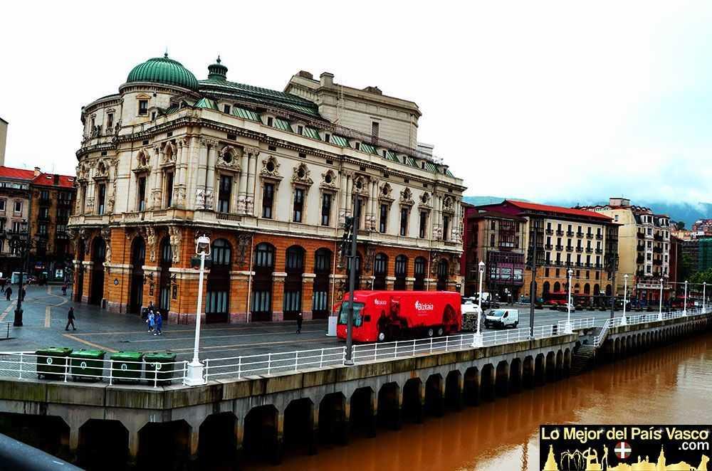 Teatro-Arriaga-en-Bilbao-Vista-Ria-por-Lo-Mejor-del-País-Vasco-Que-ver-en-Bilbao