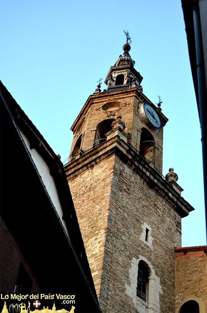 Torre-de-San-Miguel-en-la-Plaza-de-la-Virgen-Blanca-en-Vitoria-Gasteiz-por-Lo-Mejor-del-País-Vasco