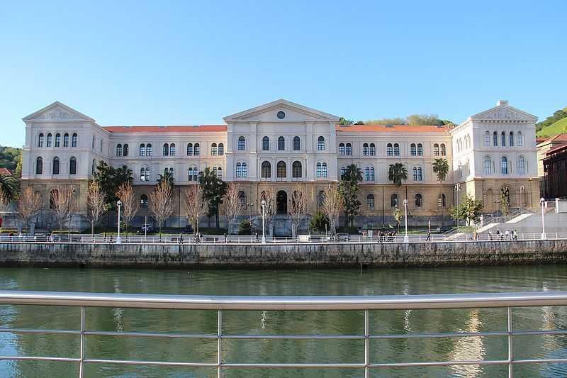 Universidad_de_Deusto_-_panoramio_(1) Autor Björn S