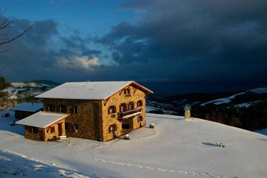 Casa-Rural-Lurdeia-nevado-por-Lo-Mejor-del-País-Vasco