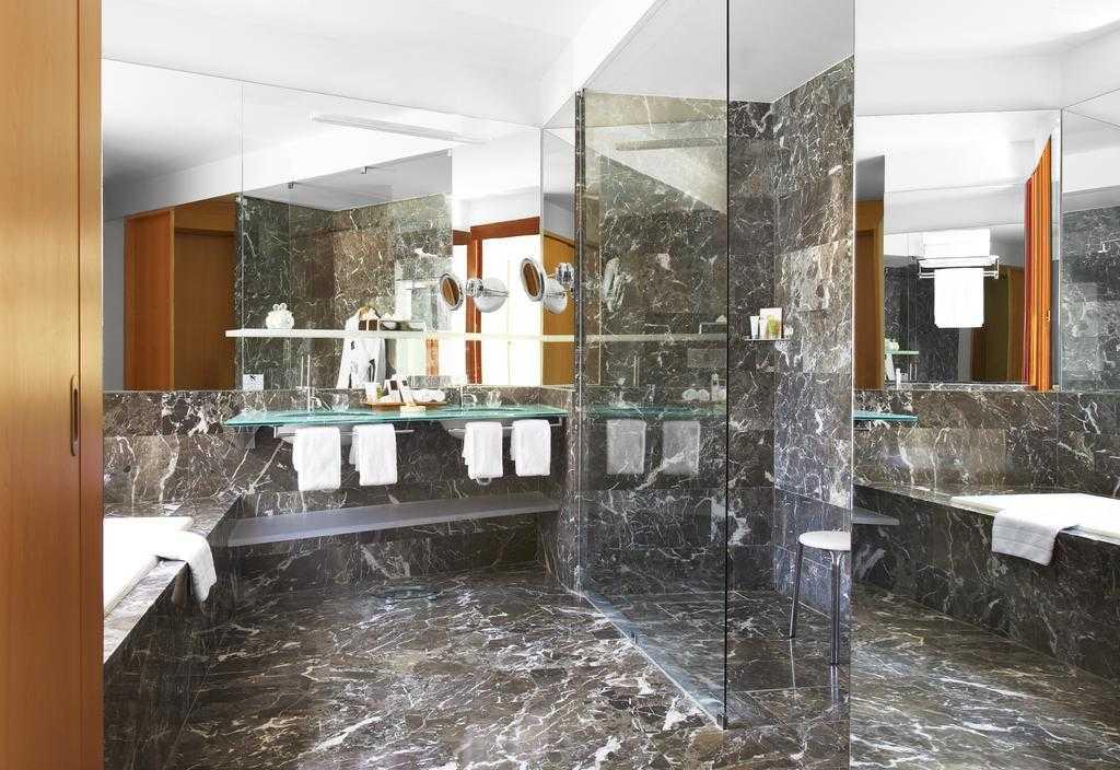 Habitación-Baño-Mármol-Hotel-Marqués-de-Riscal
