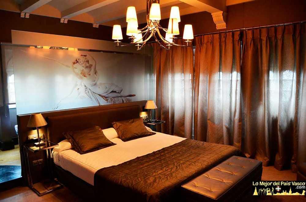 Hotel-Castillo-del-Collado-en-Laguardia-Habitacion-Amor-y-Locura-por-Lo-Mejor-del-País-Vasco