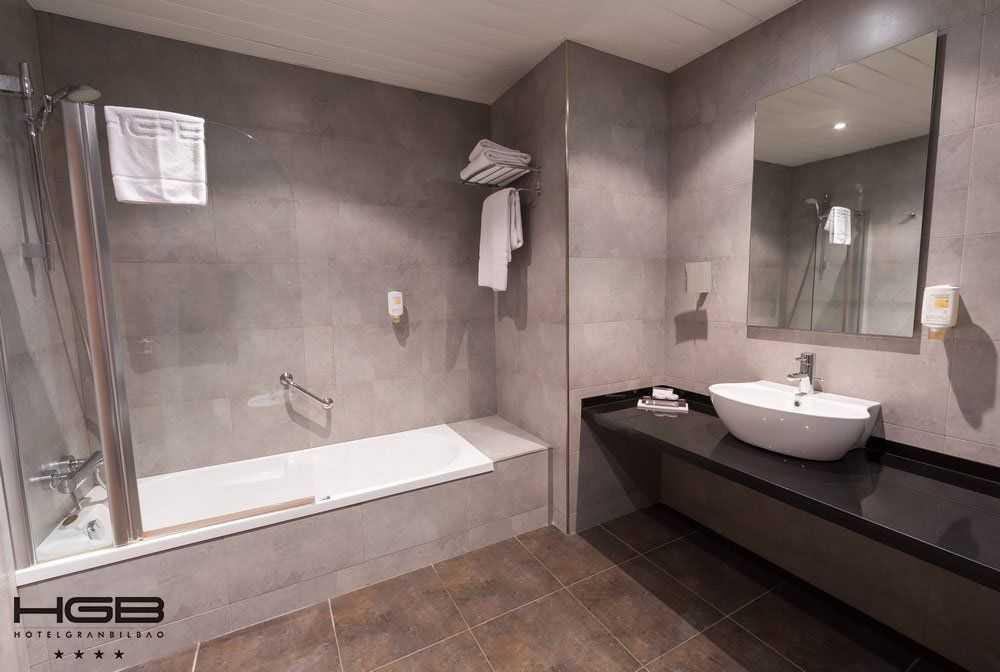 Hotel Gran Bilbao Baño Habitación Estandar en Lo Mejor del Pais Vasco