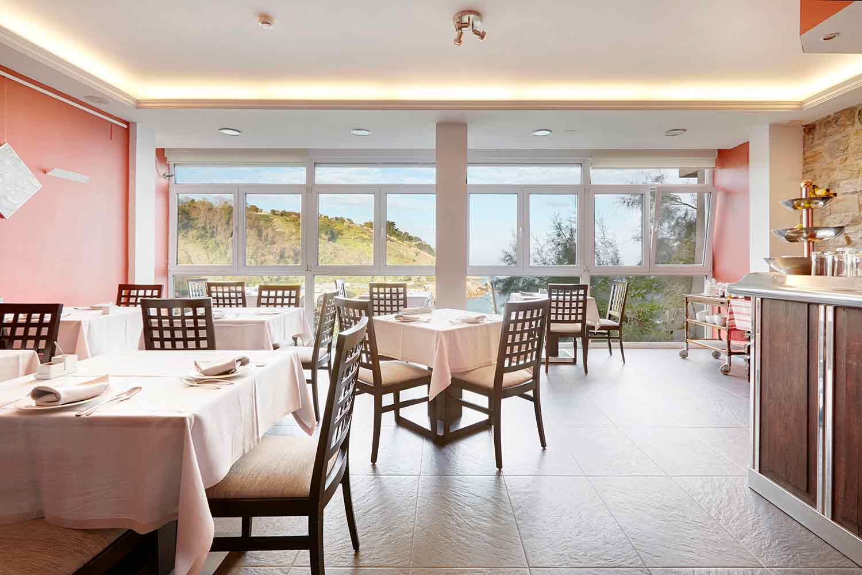 Hotel-Saiaz-Getaria-Cafeteria-en-Lo-Mejor-del-Pais-Vasco