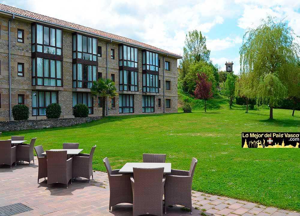 Parador-de-Argómaniz-Vista-Exterior-jardines-por-Lo-Mejor-del-País-Vasco