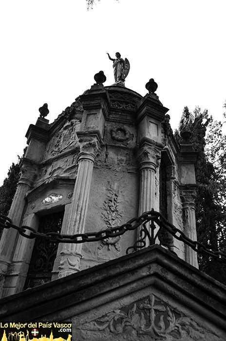 Visitas-Guiadas-Cementerio-de-Santa-Isabel-por-Lo-Mejor-del-País-Vasco