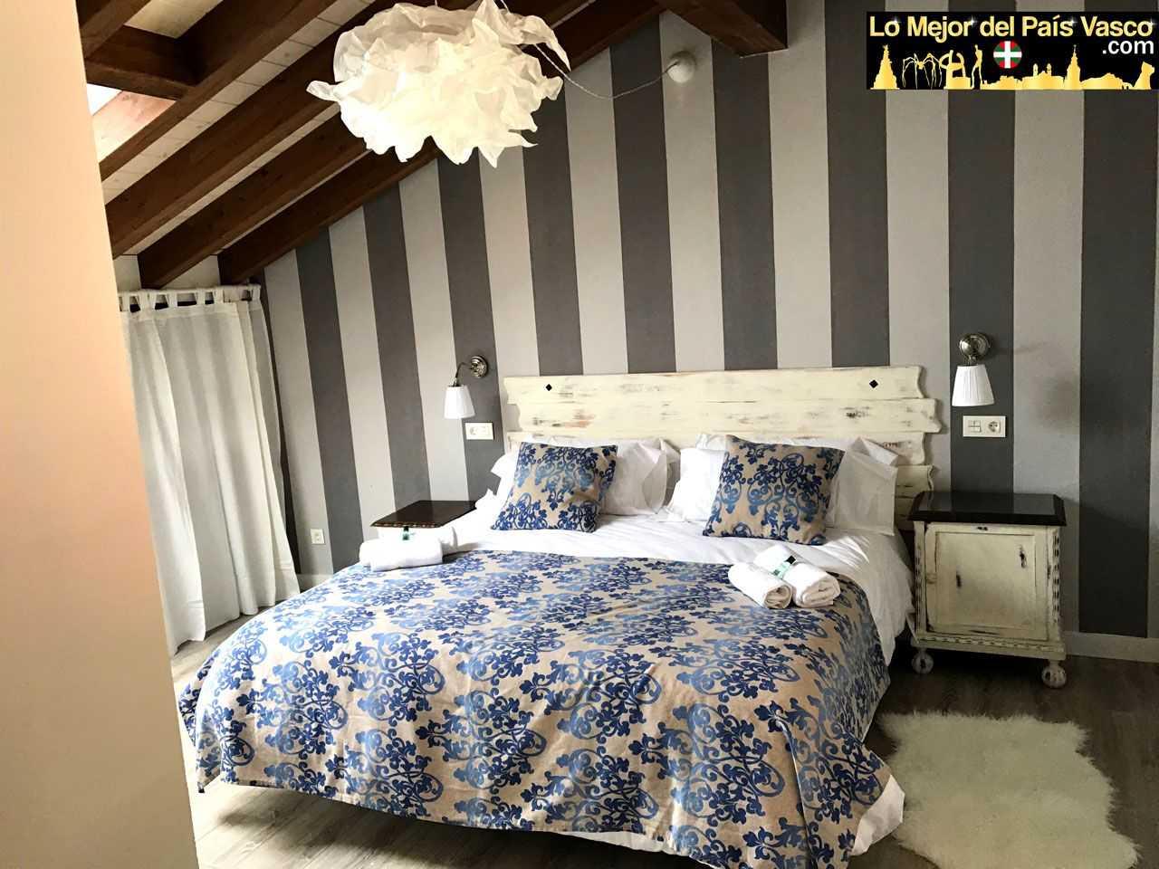 Casa-Rural-Tierra-y-Madera-Apartamento-Izar-Dormitorio-por-Lo-Mejor-del-País-Vasco