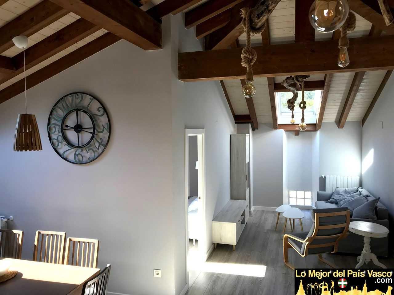 Casa-Rural-Tierra-y-Madera-Apartamento-Izar-Salón-Cocina-por-Lo-Mejor-del-País-Vasco