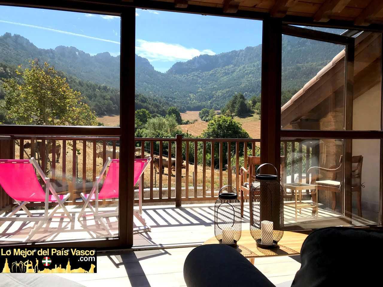 Casa-Rural-Tierra-y-Madera-Apartamento-Izar-por-Lo-Mejor-del-País-Vasco