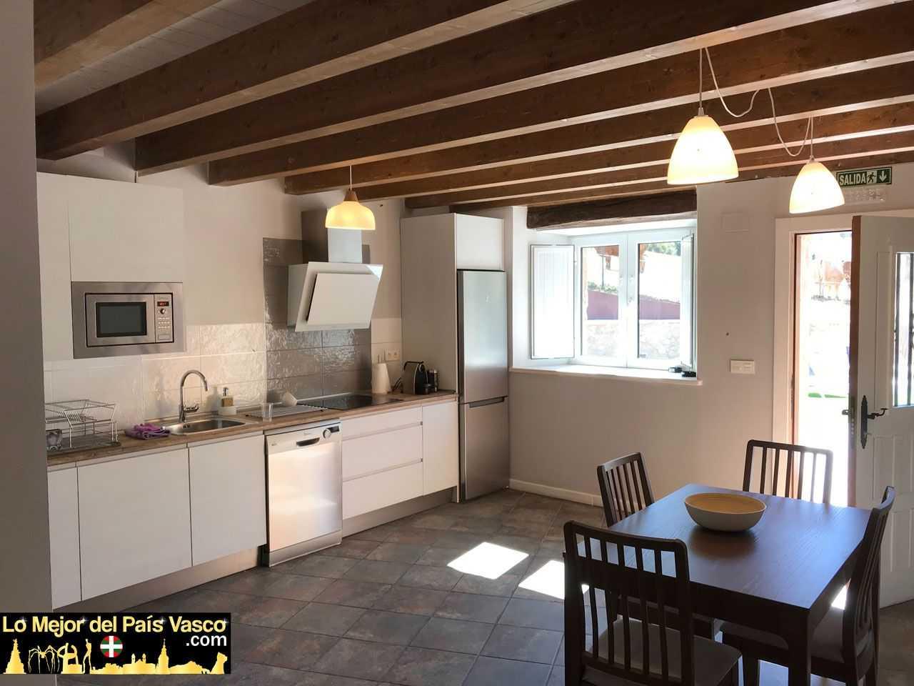 Casa-Rural-Tierra-y-Madera-Apartamento-Zur-Cocina-por-Lo-Mejor-del-País-Vasco